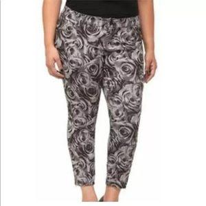 Torrid Women's Stretch Ankle Zip Jeans Black Roses